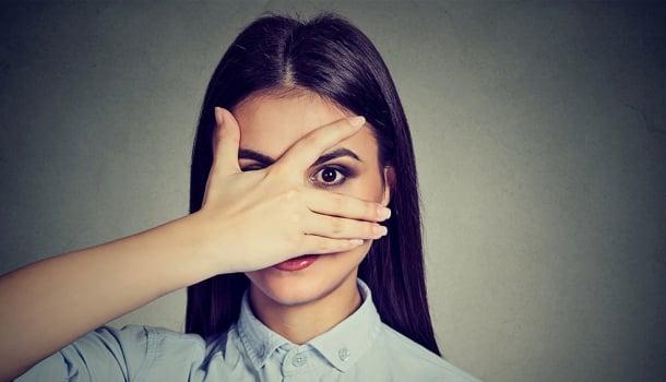 8 coisas que as mulheres fazem, mas nunca admitem- A 4ª é nojenta!